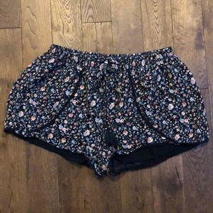 American Eagle tie waist floral shorts